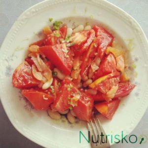 salata od graha i rajčica